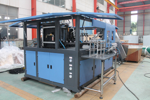 Automatic 4 cavity bottle blow molding machine